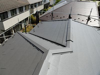屋根カバー工事でスーパーガルテクトの屋根に