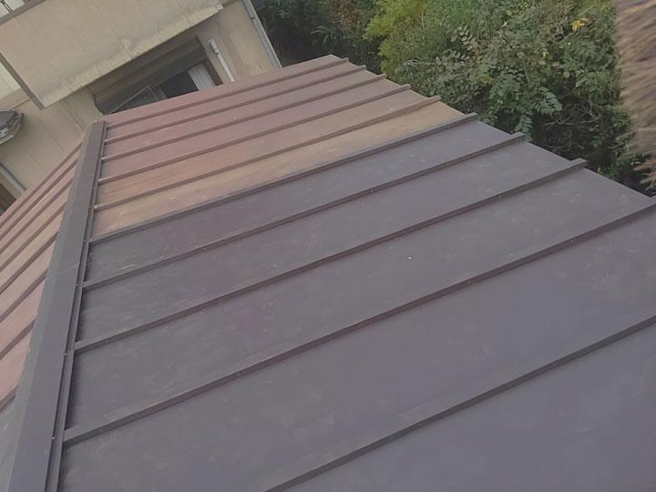 竣工、物置の瓦棒屋根の部分葺き替え