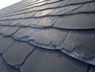 剥離しているパミールの屋根