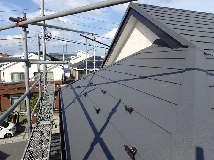 スーパーガルテクトでの屋根カバー工法、竣工