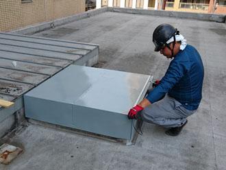 ガルバリウム鋼板で作った箱型の蓋