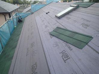 屋根の下端、軒から葺いていく