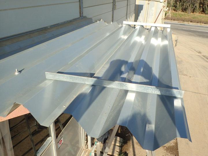 庇の折板屋根葺き替え、完工
