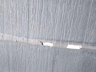 剥がれ出す屋根材