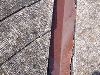 塗膜の剥げた谷板金