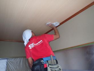 天井を掃除