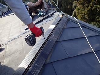 樹脂製貫板を屋根に固定