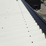 東久留米市神宝町で工場の折板屋根を雨押えカバー実施にて雨漏りを改善