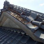 ケラバの瓦が落下した入母屋屋根