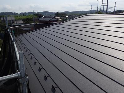 スーパーガルテクトに葺き替えられた屋根
