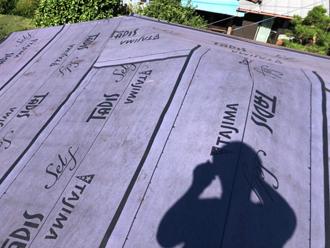 綾瀬市深谷上 屋根カバー工法 防水紙設置