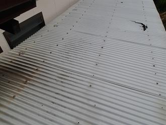波板屋根材の割れ