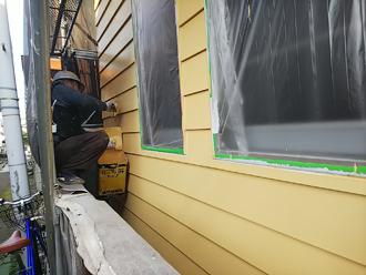 仕上げ塗料で3回目の塗装