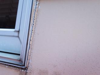 窓枠周辺のコーキングの劣化