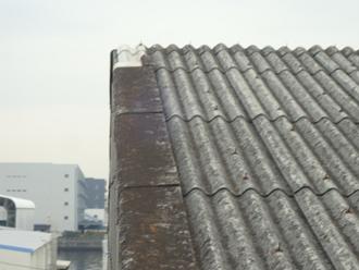梯子から撮影した壊れたケラバ部分