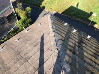 屋根の面と面の間の隙間