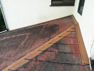 塗膜がわずかに残った壁際部分