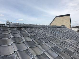 君津市北子安で瓦屋根からの雨漏れが発生、金属屋根の立平葺きへ屋根葺き替え工事、施工前写真