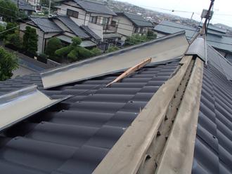 台風が襲った屋根の惨状