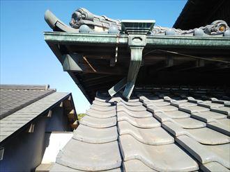秦野市菩提銅製雨樋の破損