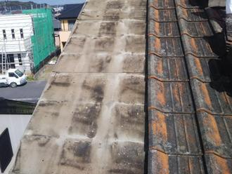 ケラバ一体の防水紙の傷みを確認