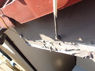 破風板の塗膜の剥がれ