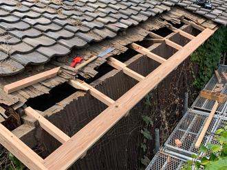 垂木と軒先を新しい木材で再生