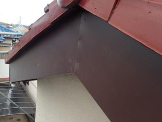 板金巻きされた破風板