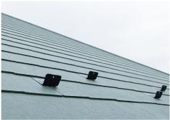 スレート屋根の縁切り部分に設置する雪止め金具