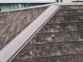 品川区荏原にて傷んだスレート屋根をコロニアルクァッドで屋根葺き替え工事を行いました、施工前写真