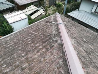 傷んだスレート屋根の様子