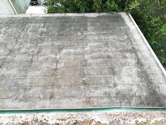 塗膜がすっかり劣化してしまったスレート屋根