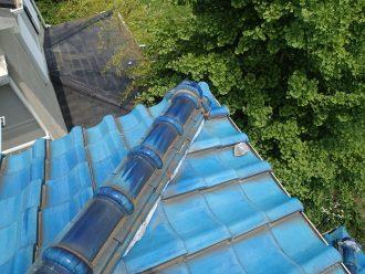 屋根に落ちている漆喰の破片