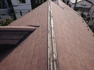棟板金が飛散したスレート屋根(品川区中延)