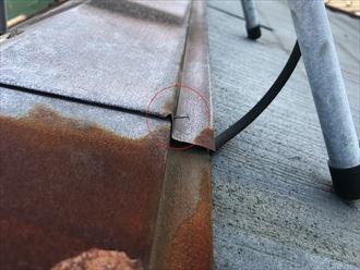 錆びた棟板金の釘浮き