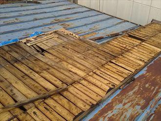 トタン屋根の飛散と下地の露出