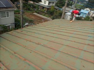 木更津市新宿でプレハブ小屋の屋根葺き替え工事を行いました、施工前写真