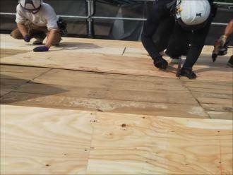 君津市 野地板重ね張り作業