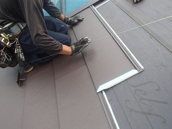 ルーフィングシートは屋根材の下
