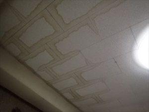 室内に雨漏り
