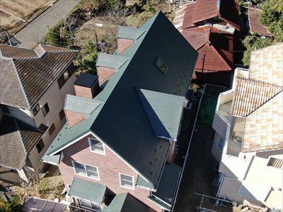 袖ケ浦市押越にて台風被害を受けたコロニアルをガルバリウム鋼板による屋根カバー工事で復旧、施工後写真