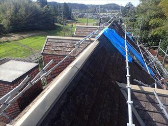袖ケ浦市押越にて台風被害を受けたコロニアルをガルバリウム鋼板による屋根カバー工事で復旧、施工前写真