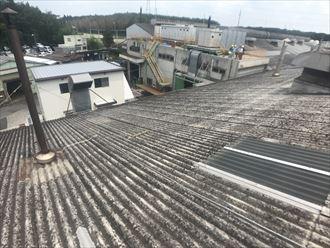 劣化した屋根建材