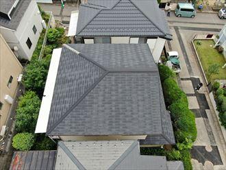 ベランダには波板の屋根が設置