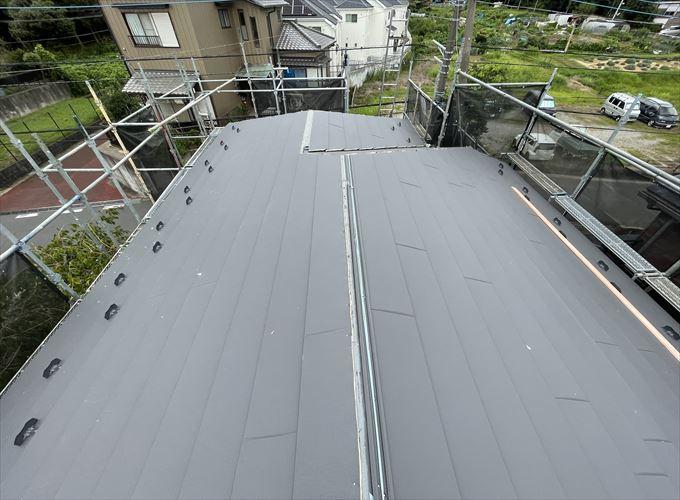 屋根材の設置が完了しました